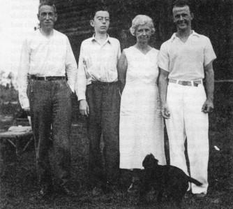 H. P. Lovecarft, R.H. Barlow, Bernice Barlow és Wayne Barlow - R.H. Barlow szülei